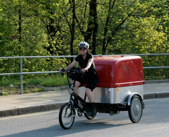 Metro Pedal Power's cargo bike in action!